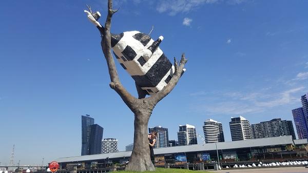 Cow Up a Tree by John Kelly | Melbourne Public Art