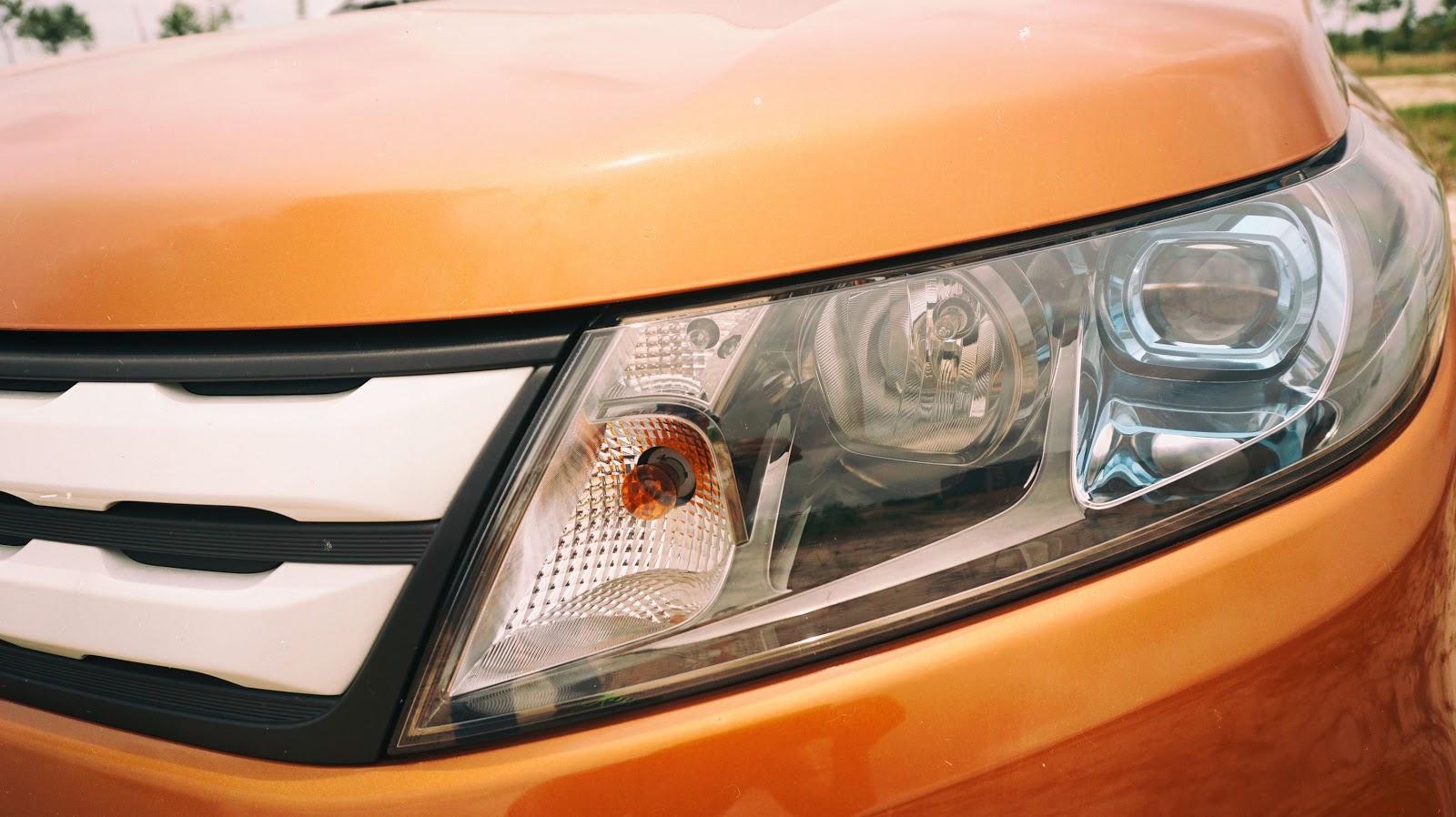 Hệ thống đèn pha siêu sáng, ốp chặt và gắn kết vào thân xe