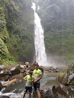 Nungnung Waterfall o Cascada Nungnung, Isla de Bali, Indonesia.