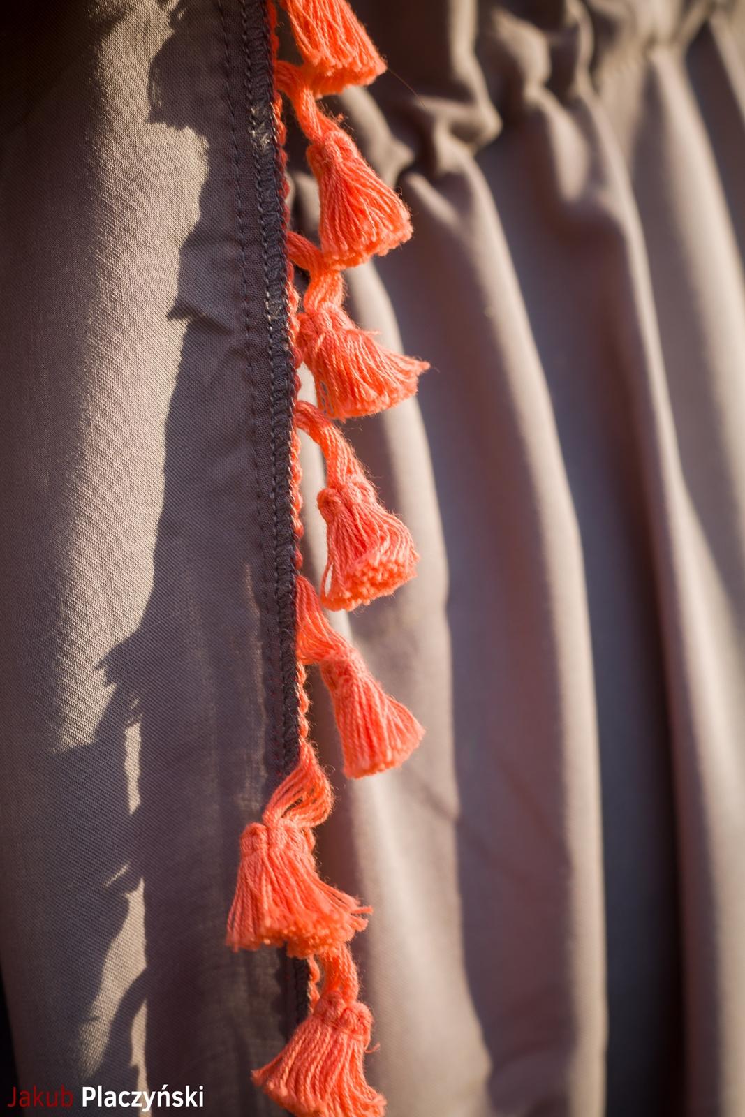 10 sukienka szara z frędzlami maxi na lato bonprix sukienki na wakacje bizuteria piotrowski kryształy svarowskiego letnia stylizacja melodylaniella sukienka dla wysokiej dziewczyny fashion moda