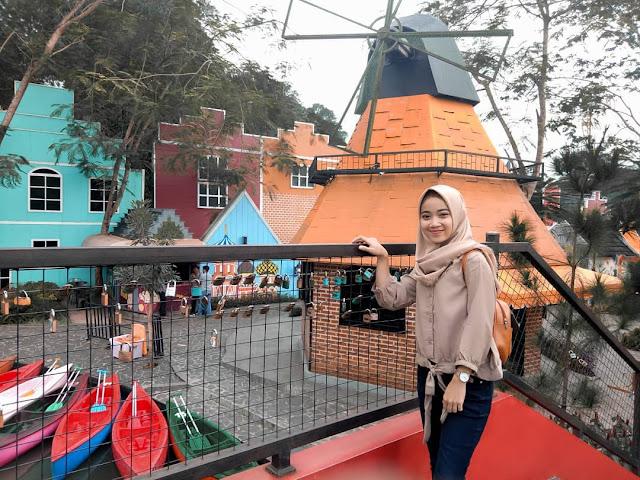 Kincir angin khas belanda di Devoyage Bogor