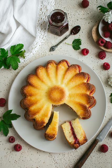 Gâteau moelleux citron et framboises