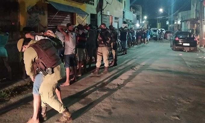 Polícia encerra festa de paredão com 300 pessoas em Lauro de Freitas