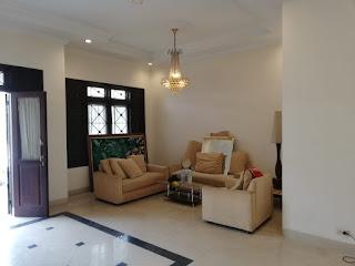 Ruang Keluarga Rumah Second Murah FULLY FURNISHED, kondisi cantik, mulus, terawat di Tasbi 1 Medan