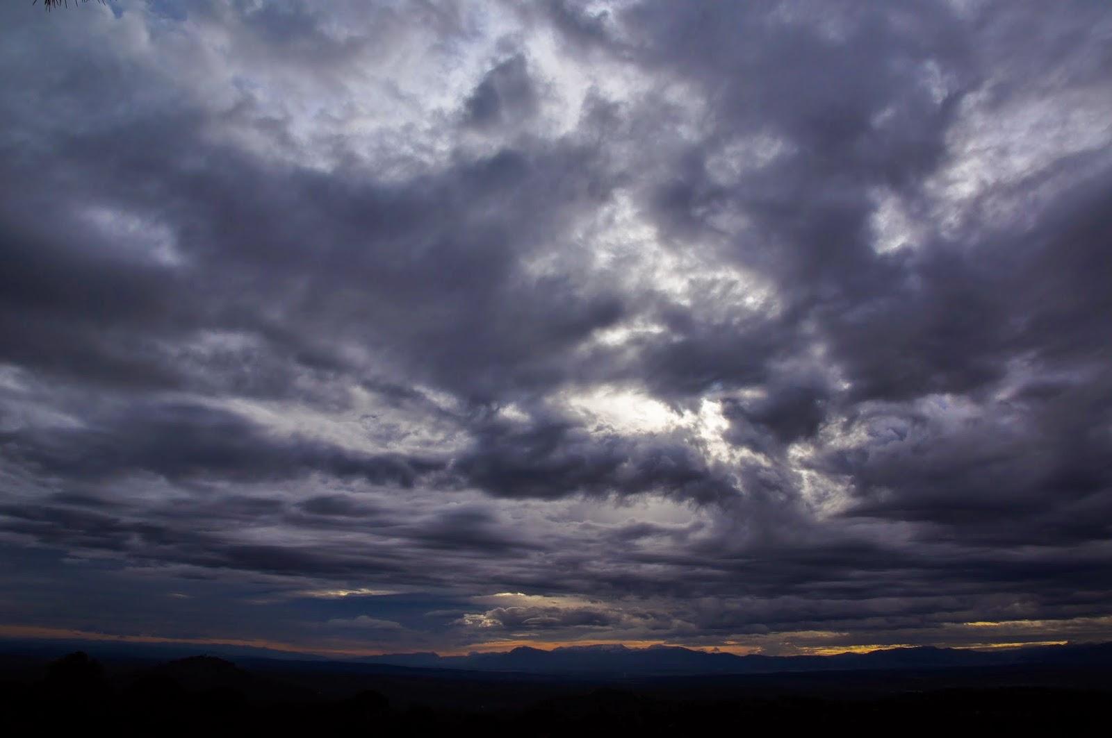 Mengapa Malam Hari Sebelum Hujan Terasa Gerah  DETEKTIF
