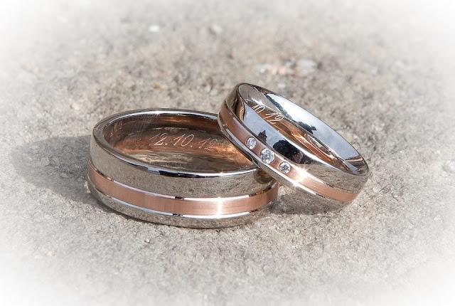 obraczki dwukolorowe - Złote obrączki ślubne – jaką wybrać próbę złota?