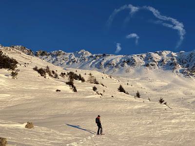 Unser erster Test mit unseren neuen Schneeschuhen. Von Trails bis aufs geratewohl untewegs.