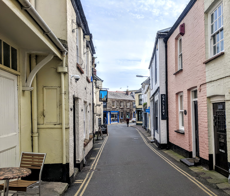 A Morning in Padstow : What to do with Kids  - coloured houses