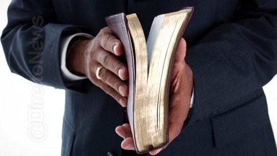 pastor detido juiza incomodar som culto