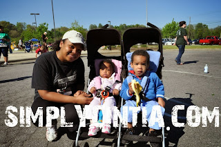 5k race mother and kids in double stroller