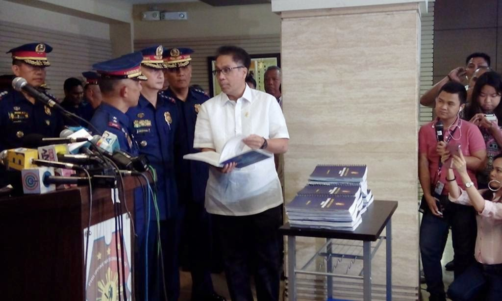 Roxas officially receives BOI Report from PNP