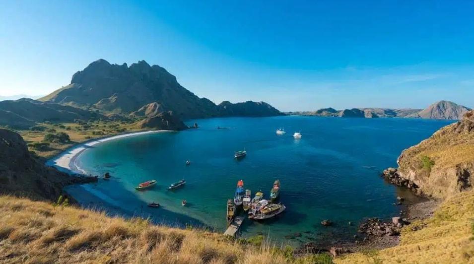 15 Potret Keindahan Wisata Alam di Indonesia Yang Sulit Dipercaya