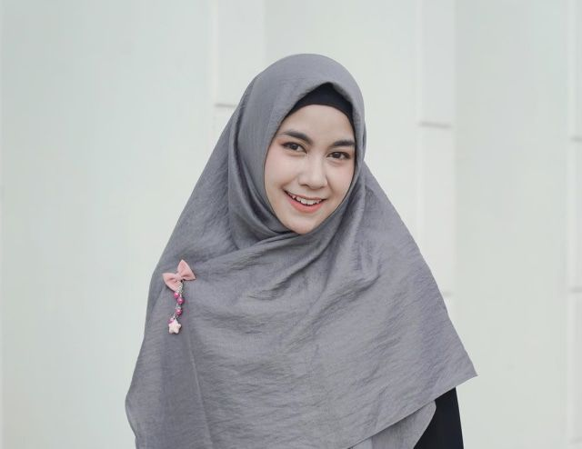 Biodata dan Profil Anisa Rahma