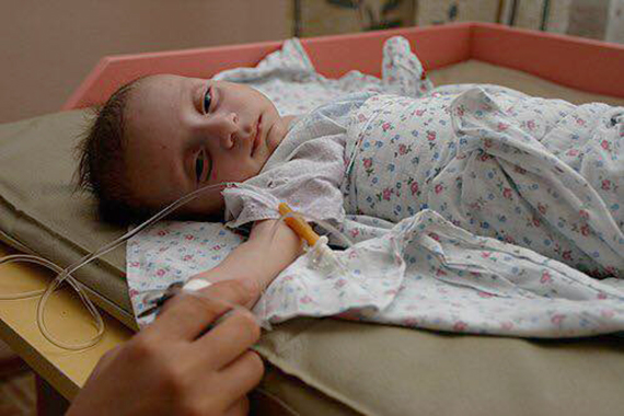 Дети-невидимки: до младенцев-сирот не доходят руки