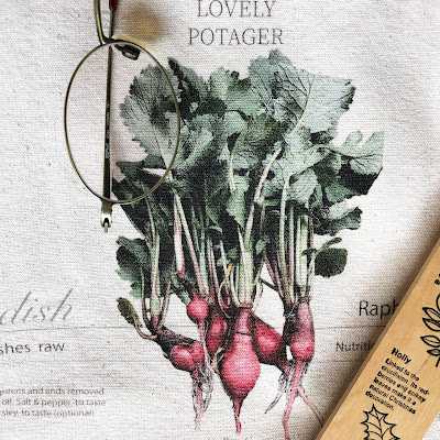 I designed it with the image of an old stamp using radishes grown and harvested from seeds.