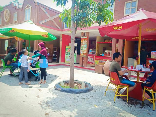 Kulineran di Transera Waterpark - pilih pilih menu