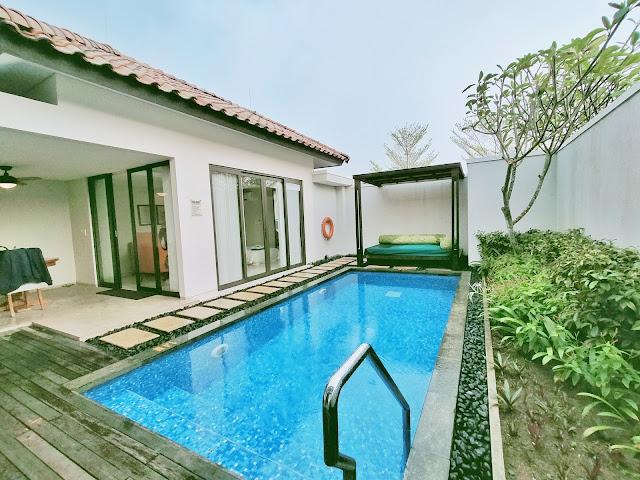 Kolam renang holiday villa