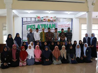 """Pelatihan Pembuatan Konten Islam Moderat dan Videografis untuk Santri di Jawa Timur"""""""