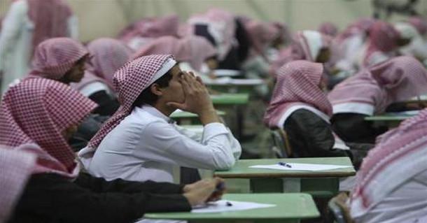 في السعودية.. طالب ثانوي طعن مدرسه بالسكين حتى أغرقه في دمائه داخل المدرسة.. والسبب صادم!