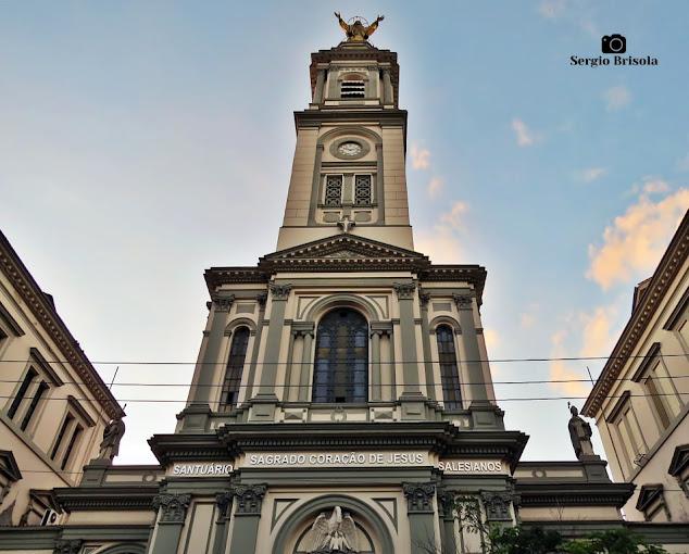 Perspectiva inferior da fachada da Paróquia Santuário Sagrado Coração de Jesus - Campos Elíseos - São Paulo