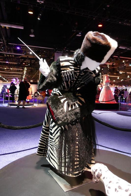 Glenn Close Cruella de Vil 101 Dalmatians zebra costume