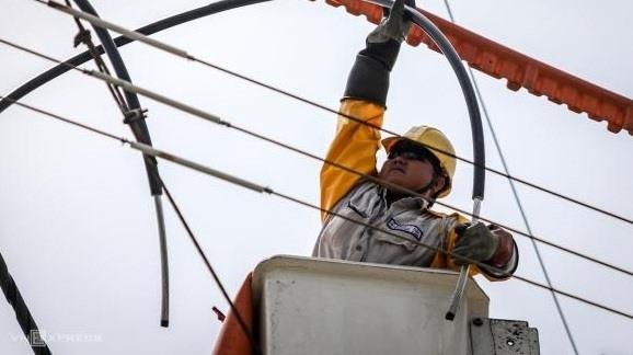 Giá xăng đã giảm sâu, đề xuất giảm giá điện vì Covid-19, để dân còn sống được