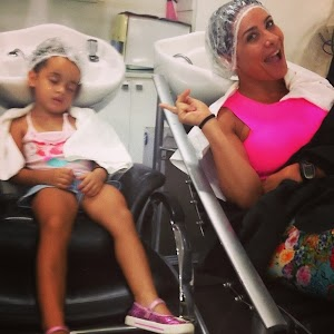 Daughter Scheila Carvalho sleeps during day of beauty with mother