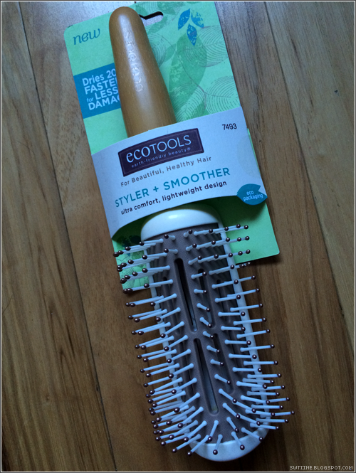 ANNiE☆MAYZiNG: EcoTools Hair Brush Review