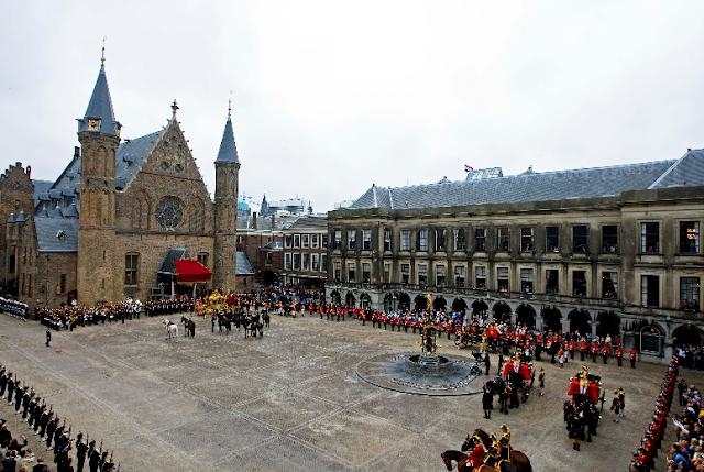 Het Binnenhof em Haia na Holanda