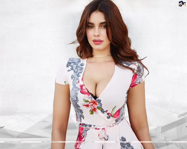 Gizele Thakral HD Wallpapers
