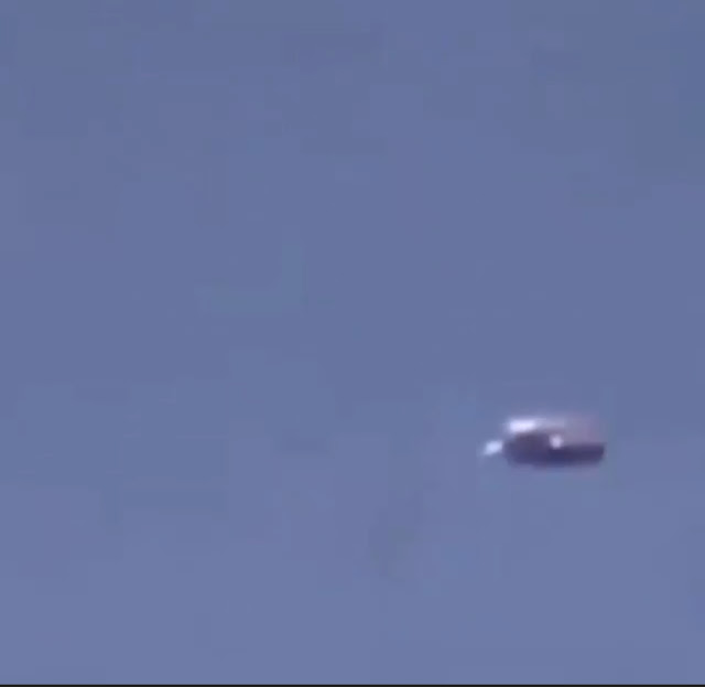 Mexico eye witness filming a real UFO.
