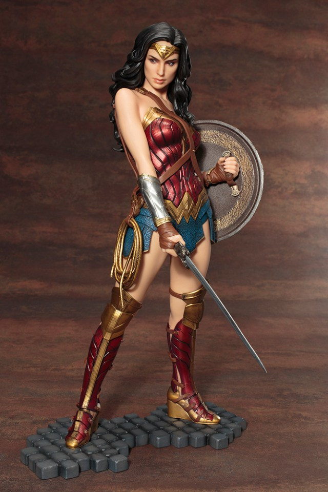 Action Figures: Marvel, DC, etc. - Página 5 WonderWoman_03