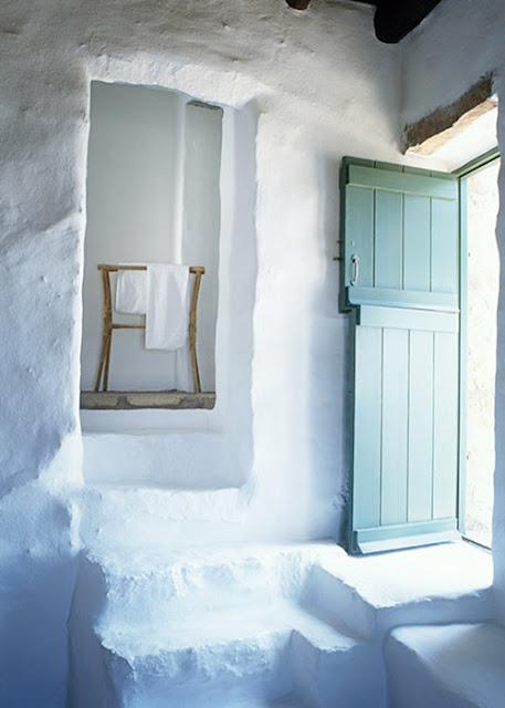 maison traditionnelle grecque murs blanchis