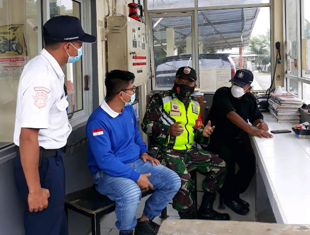Ciptakan Keamanan, Personel Jajaran Kodim 0207/Simalungun Laksanakan Komsos Dengan Security PT. Jafpa