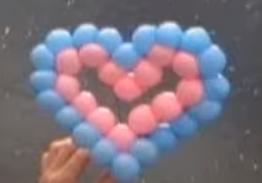 Kleines mehrfarbiges Herz aus Modellierballons.