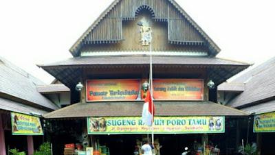Pasar Triwindu Ngarsopuro Kota Solo