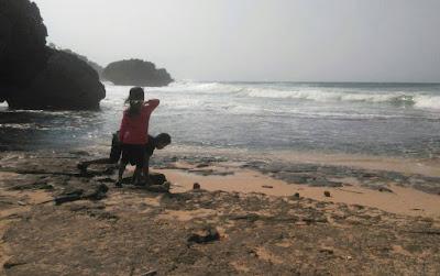 Harga-tiket-masuk-pantai-Mbuluk