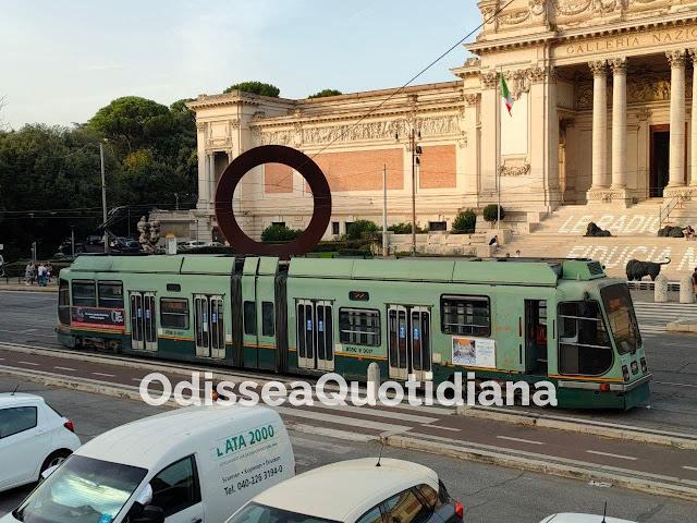 """L'Atac festeggia: """"Autobus da record"""". Ma la rete dei tram è in ginocchio"""