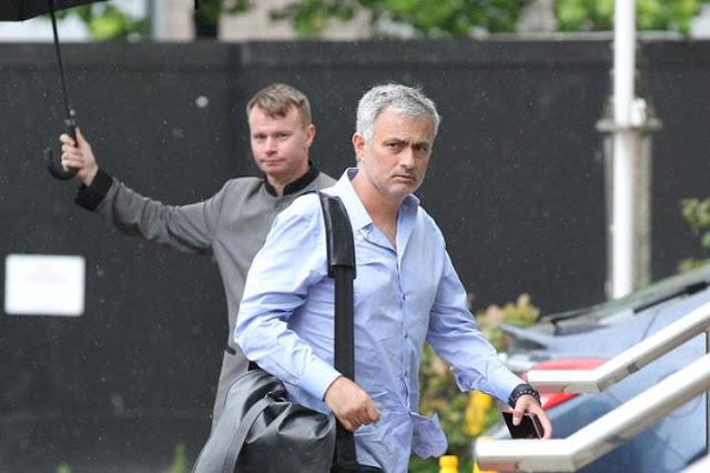 Mourinho Tinggal di Hotel selama di Manchester karena Malas