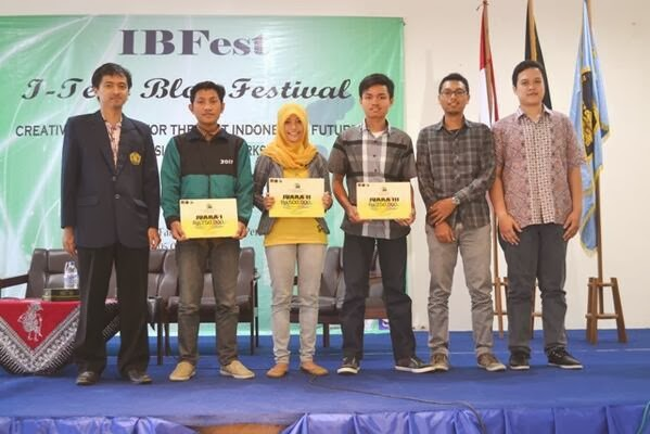 Gustian Ri'pi - 10 besar pesera Kompetisi Blog UB di IBFest 2013