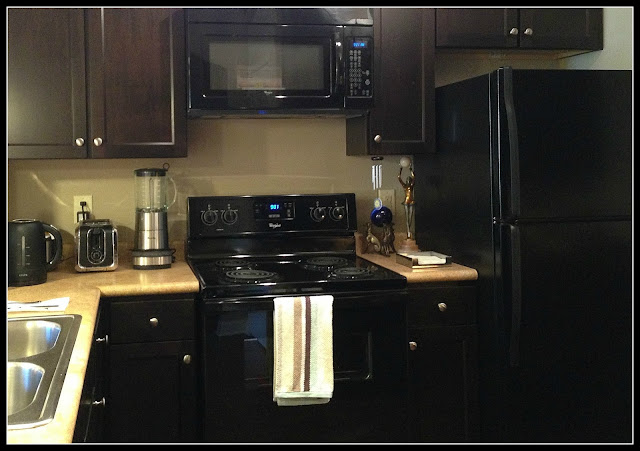 kitchen, black appliances