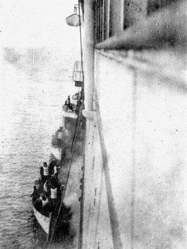 fotos raras: sobreviventes do titanic a bordo do carpathia