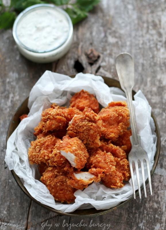 Jak zrobić pyszne, chrupiące nuggetsy w panierce z płatków kukurydzianych pieczone w piekarniku