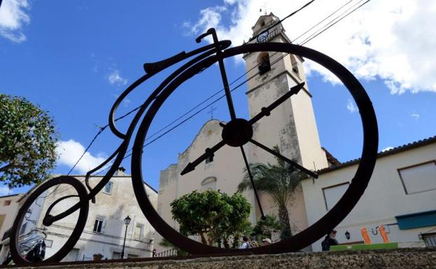 Cycling in Valencia -.Bicycle sundial, Vall d'Albaida