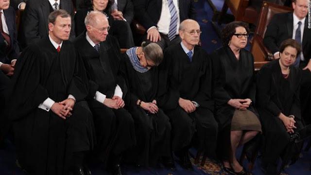 Phó chánh án Tòa án tối cao Mỹ Ruth Bader Ginsburg