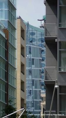 Blick durch die Hafencity zur Elbphilharmonie