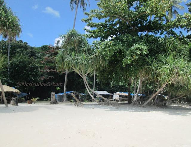 Pantainya teduh, senak buat duduk santai
