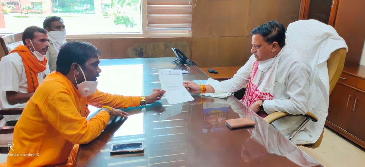 Jhabua News- पूर्व विधायक शांतिलाल बिलवाल ने सहकारिता मंत्री भदौरिया से भेट कर जिले को आवण्टित करवाया 2500 टन यूरिया खाद