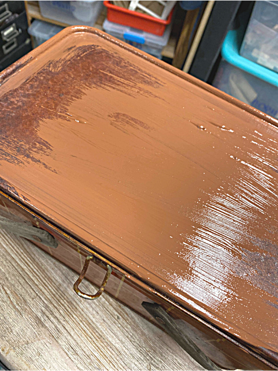 Painting a rusty picnic basket top brown
