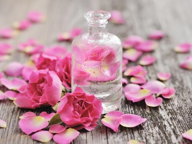 Công dụng và cách dùng nước hoa hồng Transino trong làm đẹp da